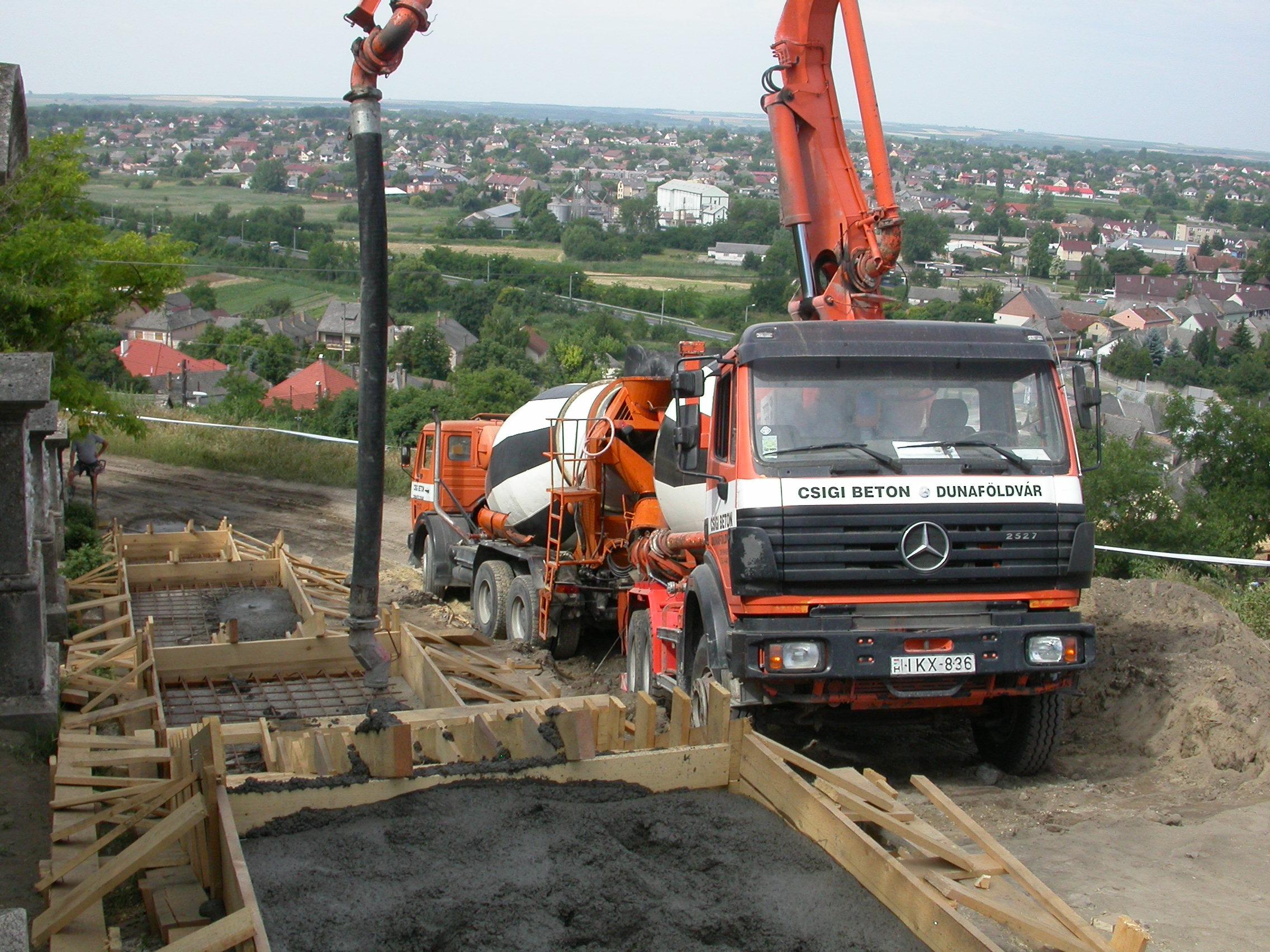 Betonszállítás és pumpálás
